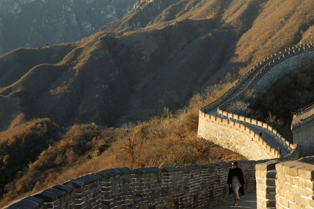 U.S. first lady Melania Trump visits the Mutianyu section of the Great Wall of China in Beijing, China, November 10, 2017. REUTERS/Thomas Peter TPX IMAGES OF THE DAY