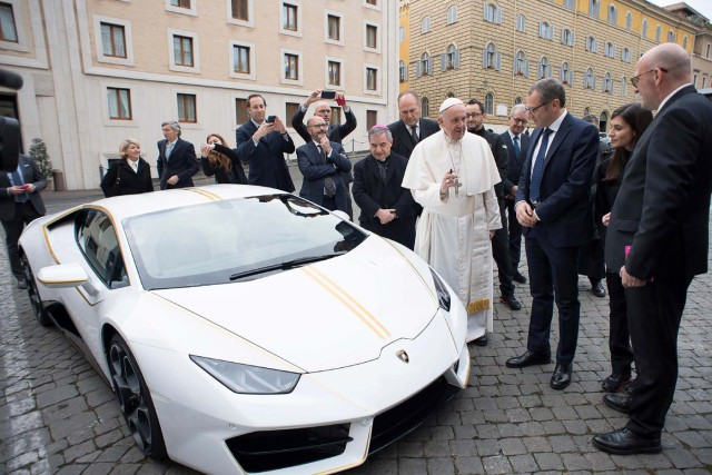 Pope Francis receives a Lamborghini Huracan prior to his Wednesday general audience in Saint Peter's square at the Vatican, November 15, 2017. Osservatore Romano/Handout via Reuters ATTENTION EDITORS - THIS IMAGE WAS PROVIDED BY A THIRD PARTY. NO RESALES.