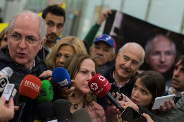 Antonio Ledezma, Venezuelan opposition leader, speaks to media upon arriving at Adolfo Suarez Madrid Barajas airport in Madrid, Spain, November 18, 2017. REUTERS/Juan Medina