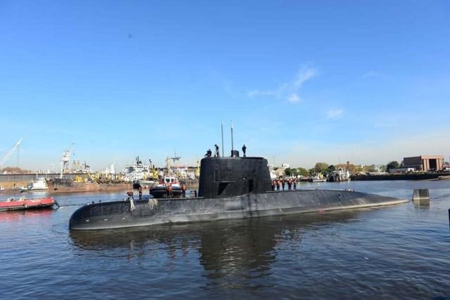 Foto de archivo del submarino militar argentino ARA San Juan zarpando del puerto de Buenos Aires, en Argentina. Imagen tomada el 2 de junio del 2014 y difundida por la Armada Argentina. ATENCIÓN EDITORES: ESTA FOTOGRAFÍA HA SIDO PROVISTA POR UN TERCERO.
