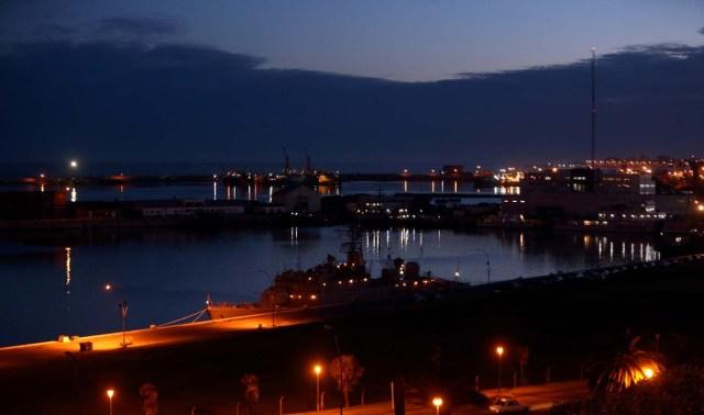 Barcos en la base naval argentina desde donde partió el submarino ARA San Juan en Mar del Plata, Argentina, el 18 de noviembre de 2017. REUTERS/Marcos Brindicci