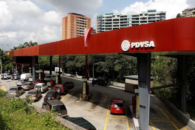 Una gasolinera de la petrolera estatal venezolana PDVSA en Caracas, nov 16, 2017. REUTERS/Marco Bello