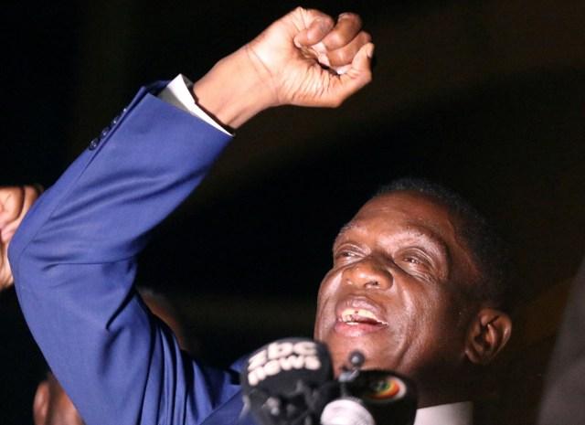 El exvicepresidente de Zimbabue Emmerson Mnangagwa, quien jurará como presidente en reemplazo de Robert Mugabe, habla ante simpatizantes en Harare, Zimbabue, 22 de noviembre de 2017. REUTERS/Philimon Bulawayo