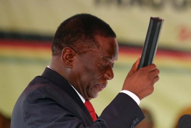 Emmerson Mnangagwa swears in as Zimbabwe's president in Harare, Zimbabwe, November 24, 2017. REUTERS/Siphiwe Sibeko