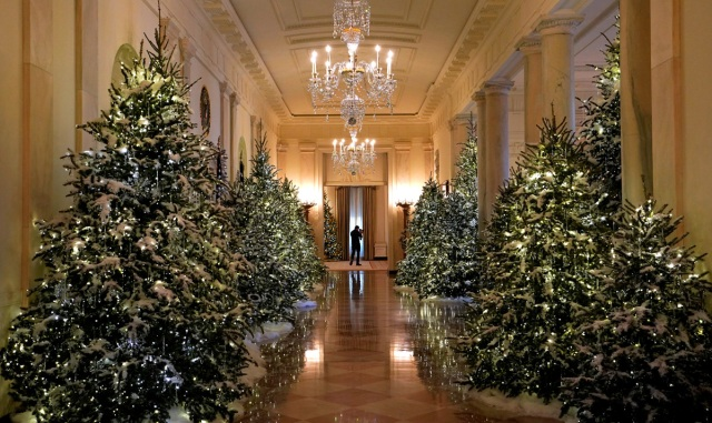 Christmas decor adorns the Cross Hall of the White House in Washington, U.S., November 27, 2017.  REUTERS/Kevin Lamarque