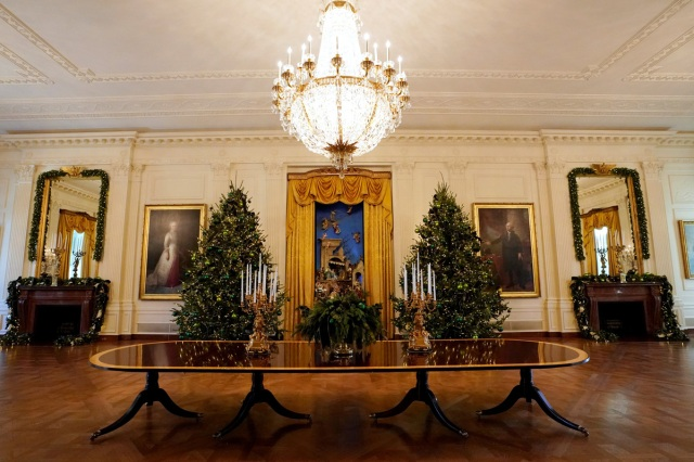 Christmas decor adorns the East Room of the White House in Washington, U.S., November 27, 2017.  REUTERS/Kevin Lamarque