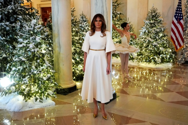 Ballerinas perform as U.S. First Lady Melania Trump begins a tour of the holiday decorations with reporters at the White House in Washington, U.S. November 27, 2017.  REUTERS/Jonathan Ernst
