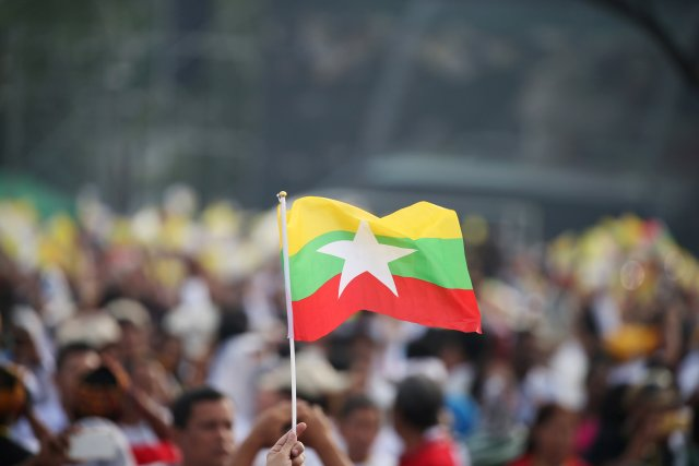 A Catholic faithful waves a Myanmar flag as Pope Francis arrives to lead a mass at Kyite Ka San Football Stadium in Yangon, Myanmar November 29, 2017. REUTERS/Soe Zeya Tun