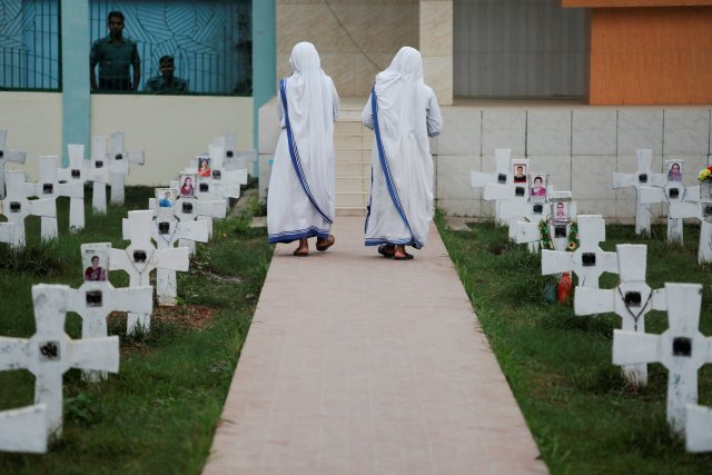 Nuns walk through the cemetery at the Holy Rosary church ahead of the visit by Pope Francis in Dhaka, Bangladesh November 29, 2017. REUTERS/Damir Sagolj