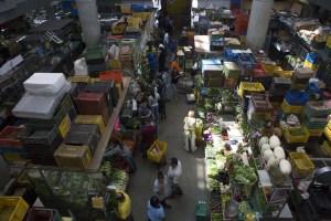 ¡Alarma! Puestos de trabajo en mercados populares están desapareciendo (Video)