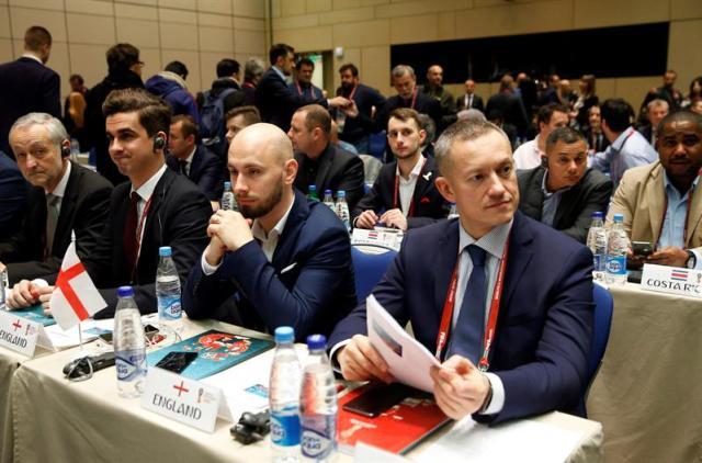 Miembros de la federación inglesa de fútbol asisten a un seminario de equipos en Moscú (Rusia), hoy 30 de noviembre de 2017. El Palacio del Kremlin acoge este viernes, el esperado sorteo del Mundial de Rusia 2018 en el que España parte como la mayor amenaza para los cabezas de serie, al verse relegada al segundo bombo. EFE/ Sergei Chirikov
