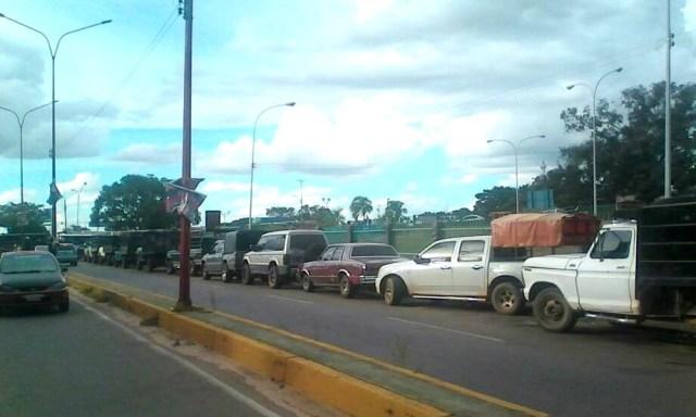 Largas colas por gasolina en Amazonas // Foto Prensa