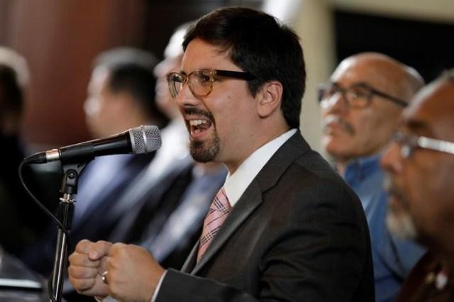 Freddy Guevara, vicepresidente de la Asamblea Nacional de Venezuela, durante una rueda de prensa en Caracas. Imagen de archivo. 23 de julio de 2017. REUTERS/Ueslei Marcelino