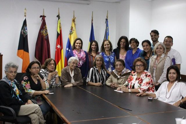 Helen Fernandez junto al Frente Nacional de Mujeres (3)