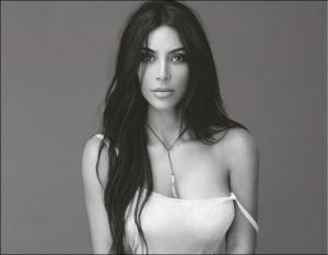 ¡Frente al espejo y con poca ropa! Kim Kardashian vuelve a encender Instagram