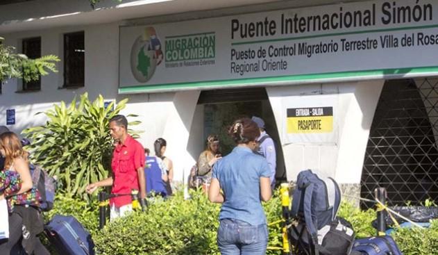 La contradicción migratoria en la frontera con Colombia (Foto: Diario La Opinión)