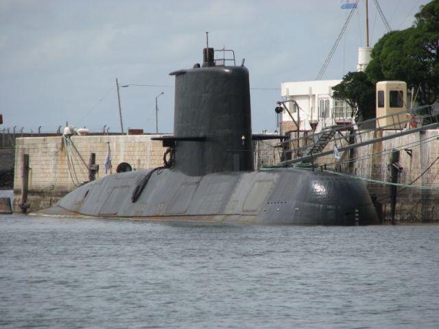 "El submarino ""San Juan"" en la Base Naval de Mar del Plata. Foto vía Wikimedia."