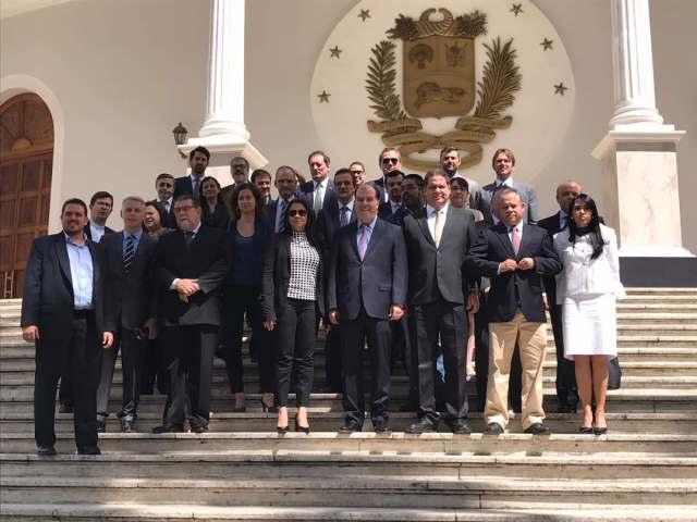 Directiva de la AN con diplomáticos // FOTO Cortesía