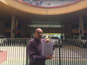 Elías Santana entregó comunicación al CNE para exigir condiciones electorales confiables
