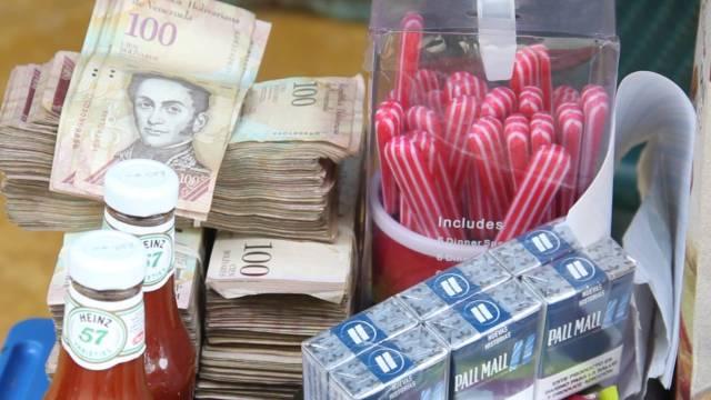 El comercio de venezolanos se ha instalado en las calles de Arauca. JUAN CARLOS ZAPATA