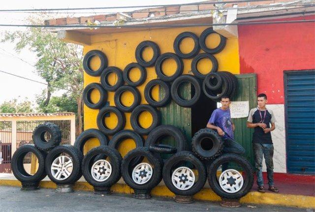 Venta de cauchos en Barquisimeto - Foto: Iván Piña / El Impulso