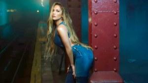¡Labios compartidos! A Jennifer Lopez se le marcó todo con estos Leggings blancos