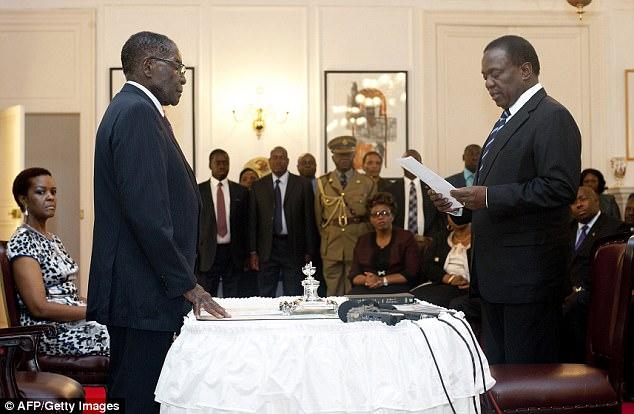 Foto vía www.dailymail.co.uk/news/article-5084379/Deposed-Zimbabwe-VP-75-London-educated-ex-spymaster.html