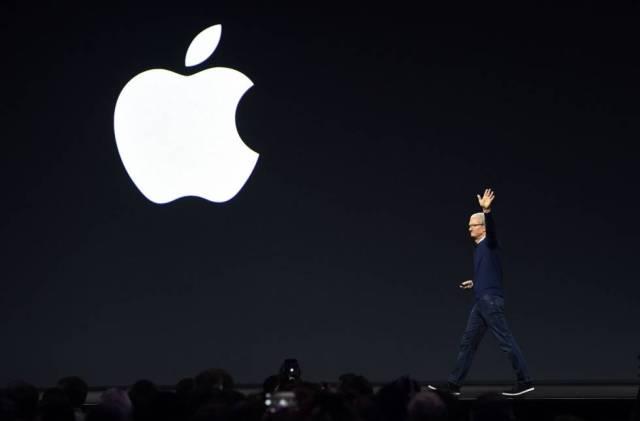 El CEO de Apple, Tim Cook, en la conferencia de desarrolladores de la compañía, la semana pasada, en California. / JOSH EDELSON (AFP)