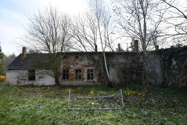 A house is pictured in Alwine, a splinter settlement of the town Uebigau-Wahrenbrueck, eastern Germany, on November 30, 2017. On December 9, 2017, Alwine's dozen buildings, plus sheds and garages, are to go under the hammer at an auction in Berlin, with a starting price of 125,000 euros ($148,000). / AFP PHOTO / Tobias Schwarz