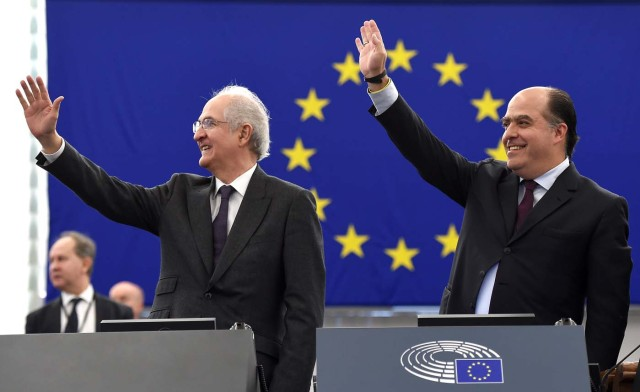 Venezuelan opposition leader Julio Borges (R) and former mayor of Caracas Antonio Ledezma gesture as they arrive at the European Parliament to attend the European Parliament's Sakharov human rights prize ceremony on December 13, 2017 in Strasbourg, eastern France. / AFP PHOTO / FREDERICK FLORIN