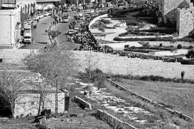Un muro que divide Jerusalén del este y del oeste, cerca de la puerta de Damasco, en 1967 Credit Micha Bar-Am/Magnum Photos
