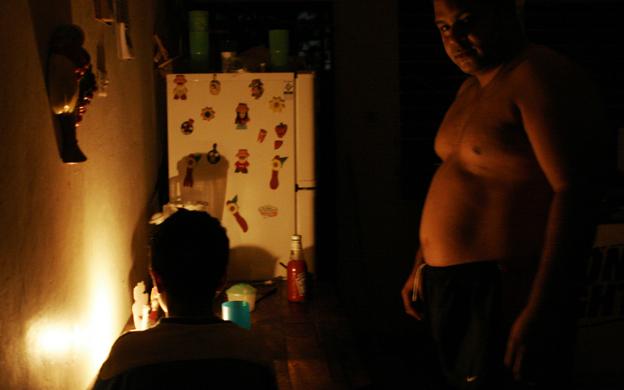MARACAIBO VENEZUELA 30/04/2008 UNA SERIE DE APAGONES SE HAN GENERADO EN TODA VENEZUELA POR FALLAS EN LA INTERCONEXION DE LA TRONCAL NACIONAL
