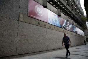 Bancos cobrarán por operaciones de mesas de cambio