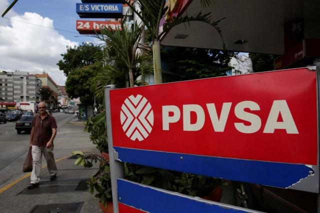 En 2016 la Administración Trump impuso sanciones financieras contra el gobierno y PDVSA, prohibiendo a empresas estadounidenses negociar nueva deuda con entes públicos venezolanos y limitando las transacciones financieras. PDVSA ha sido declarada en 'default' por múltiples financieras internacionales