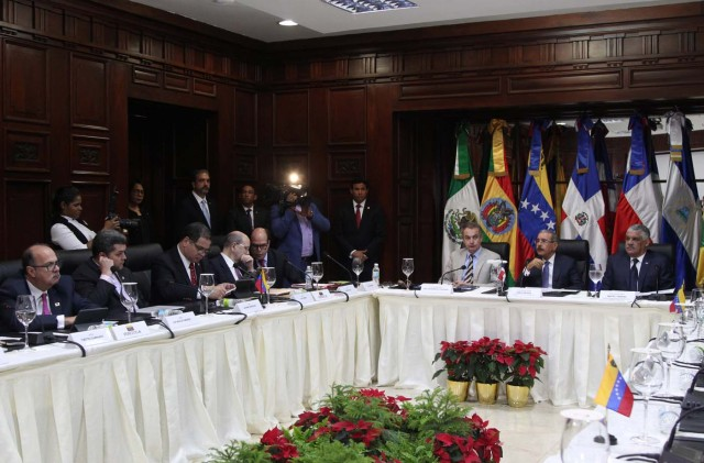 A general view shows members of Venezuela's opposition during a meeting with Venezuela's government in Santo Domingo, Dominican Republic December 1, 2017. REUTERS/Ricardo Rojas