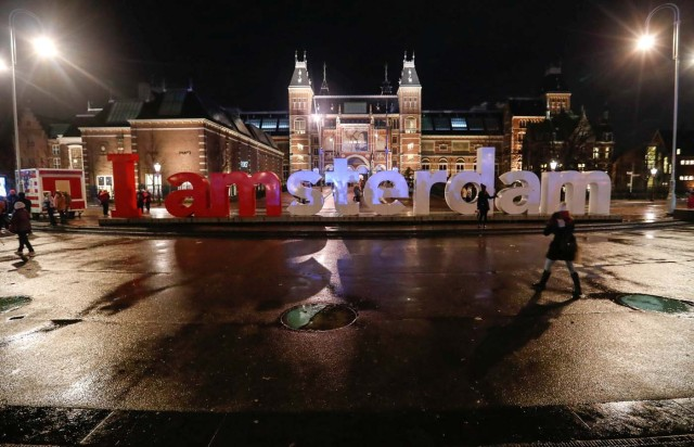 Tourists pose for photos outside the Rijksmuseum in central Amsterdam, Netherlands, November 30, 2017. Picture taken November 30, 2017. REUTERS/Yves Herman