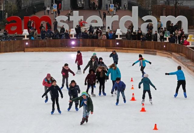 Kids skate on a temporary skating rink outside the Rijksmusem in Amsterdam, Netherlands, December 1, 2017. REUTERS/Yves Herman