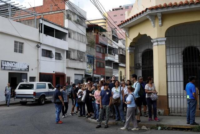 Attendees of a walking tour of 'Caracas in 365' gather at a street corner in Catia neighborhood in Caracas, Venezuela November 18, 2017. Picture taken November 18, 2017. REUTERS/Marco Bello