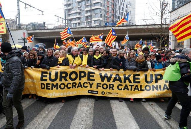 El depuesto líder catalán Carles Puigdemont participa en un mitin a favor de la independencia de Cataluña, en Bruselas, en Bruselas, Bélgica, el 7 de diciembre de 2017. REUTERS / Yves Herman