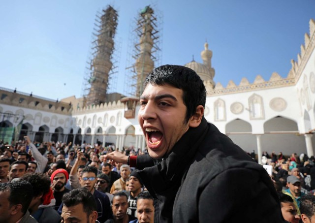 Protestors shout slogans during an anti-Trump anti-Israel protest at al-Azhar mosque in Old Cairo, Egypt December 8, 2017. REUTERS/Mohamed Abd El Ghany