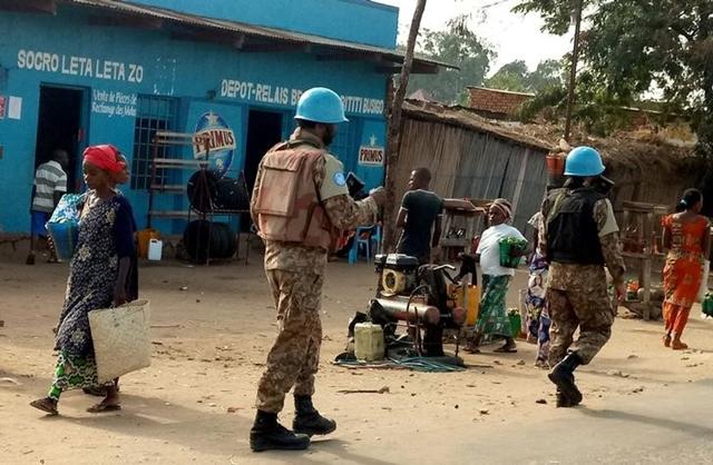 Imagen de archivo de Cascos Azules de la ONU patrullando las calles de Uvira, Kivu del Sur, en la República Democrática del Congo, Septiembre 30, 2017. REUTERS/Crispin Kyala