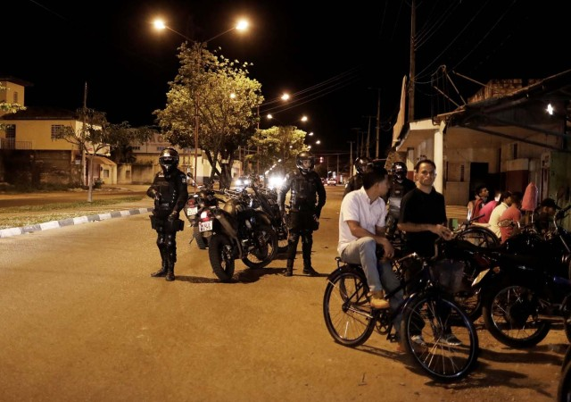 "Police officers patrol a street in the working-class neighbourhood of Caimbe on Boa Vista's west side where most Venezuelan immigrants live, Roraima state, Brazil November 18, 2017. REUTERS/Nacho Doce SEARCH ""VENEZUELAN MIGRANTS"" FOR THIS STORY. SEARCH ""WIDER IMAGE"" FOR ALL STORIES."