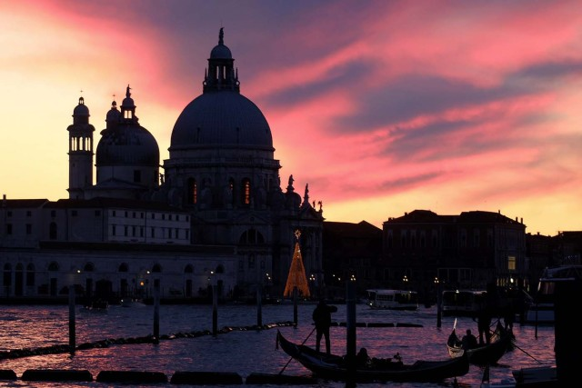Santa Maria della Salute basilica (Basilica of Our Lady of Health) is seen during a sunset in Venice, Italy December 16, 2017. Picture taken December 16, 2017. REUTERS/Manuel Silvestri