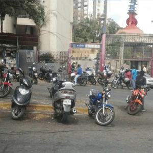 Vecinos de Macaracuay denuncian que en la zona reina el caos y la delincuencia (Fotos)