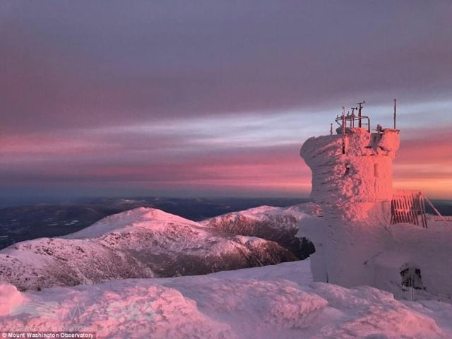 479FEB1100000578-5220885-Adam_Gill_of_the_Mount_Washington_Observatory_pictured_Friday_sa-a-1_1514571951177