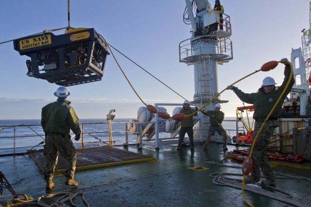 DVIDS04. At Sea (Argentina), 01/12/2017.- A handout photo made available by the Defense Video & Imagery Distribution System (DVIDS) shows sailors assigned to the Undersea Rescue Command (URC) deploying an underwater remotely operated vehicle (ROV) from the deck of the Norwegian construction support vessel 'Skandi Patagonia' at sea off Argentina, 01 December 2017 (issued 02 December 2017). The U.S. Navy's only submarine rescue unit URC was mobilized to support the Argentine government's search and rescue efforts for the Argentine Navy diesel-electric submarine 'A.R.A. San Juan'. The Argentinian Navy and the Ministry of Defense in Buenos Aires announced on 01 December, it will continue with the search of the submarine, which disappeared 15 days ago, but will no longer continue with with the rescue operation of the submarine's 44 crew members. (Estados Unidos) EFE/EPA/Petty Officer 2nd Class Derek Harkins / HANDOUT HANDOUT EDITORIAL USE ONLY