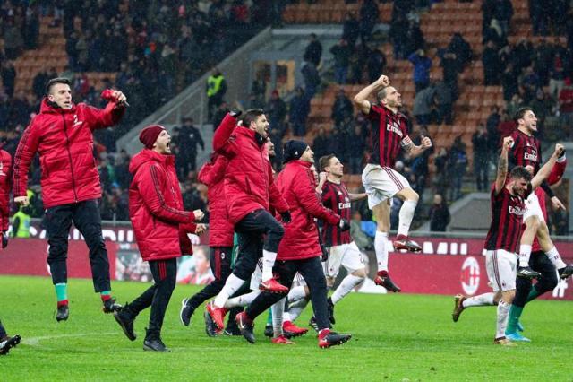 El Milan celebra tras vencer al Inter. EFE
