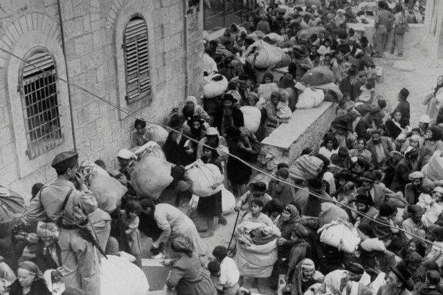 Judíos abandonando un sector del casco viejo de Jerusalén en 1948 Credit John Phillips/The LIFE Picture Collection, via Getty Images