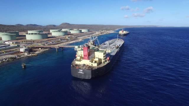 PDVSA posee la terminal Bonaire Petroleum Corp (BOPEC) con una capacidad de almacenamiento de 10 millones de barriles y muelles de aguas profundas que pueden cargar grandes buques / archivo