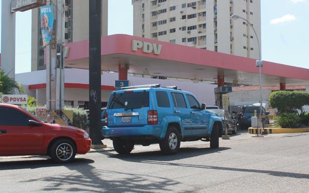 Siete días tienen las estaciones de servicio de Vargas esperando gasolina
